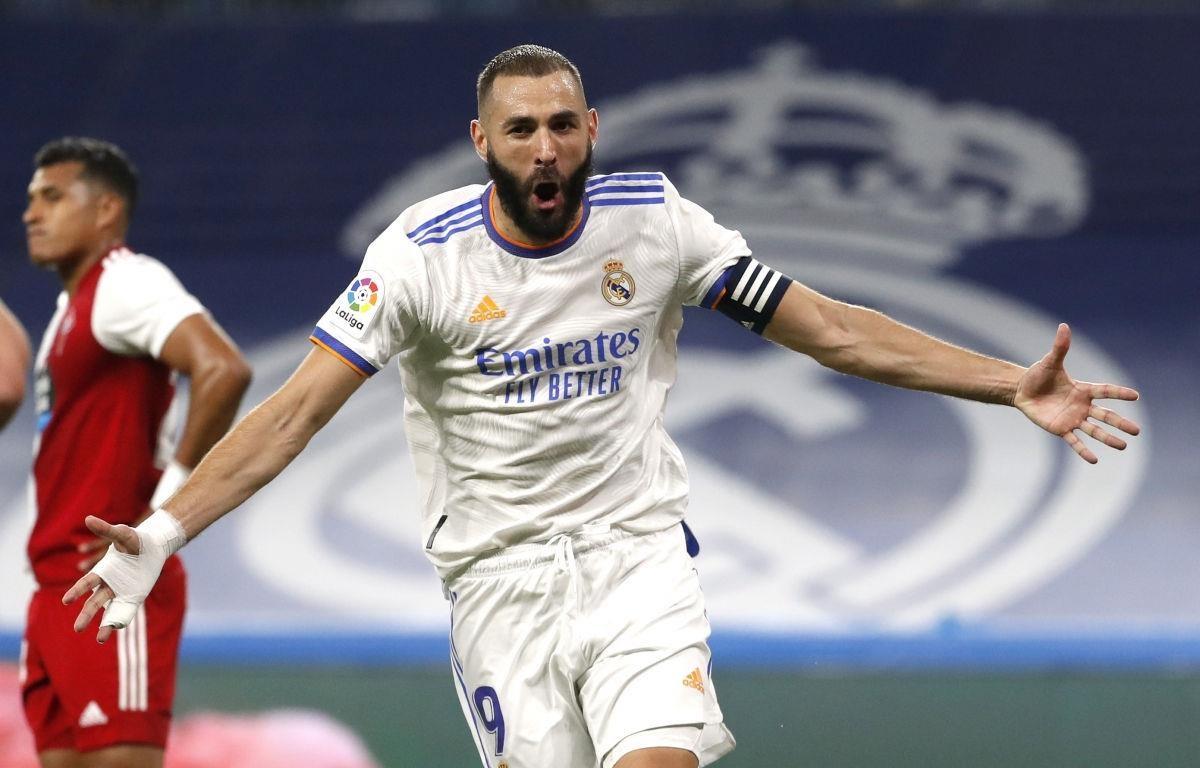 Karim Benzema lập hattrick giúp Real hạ Celta Vigo