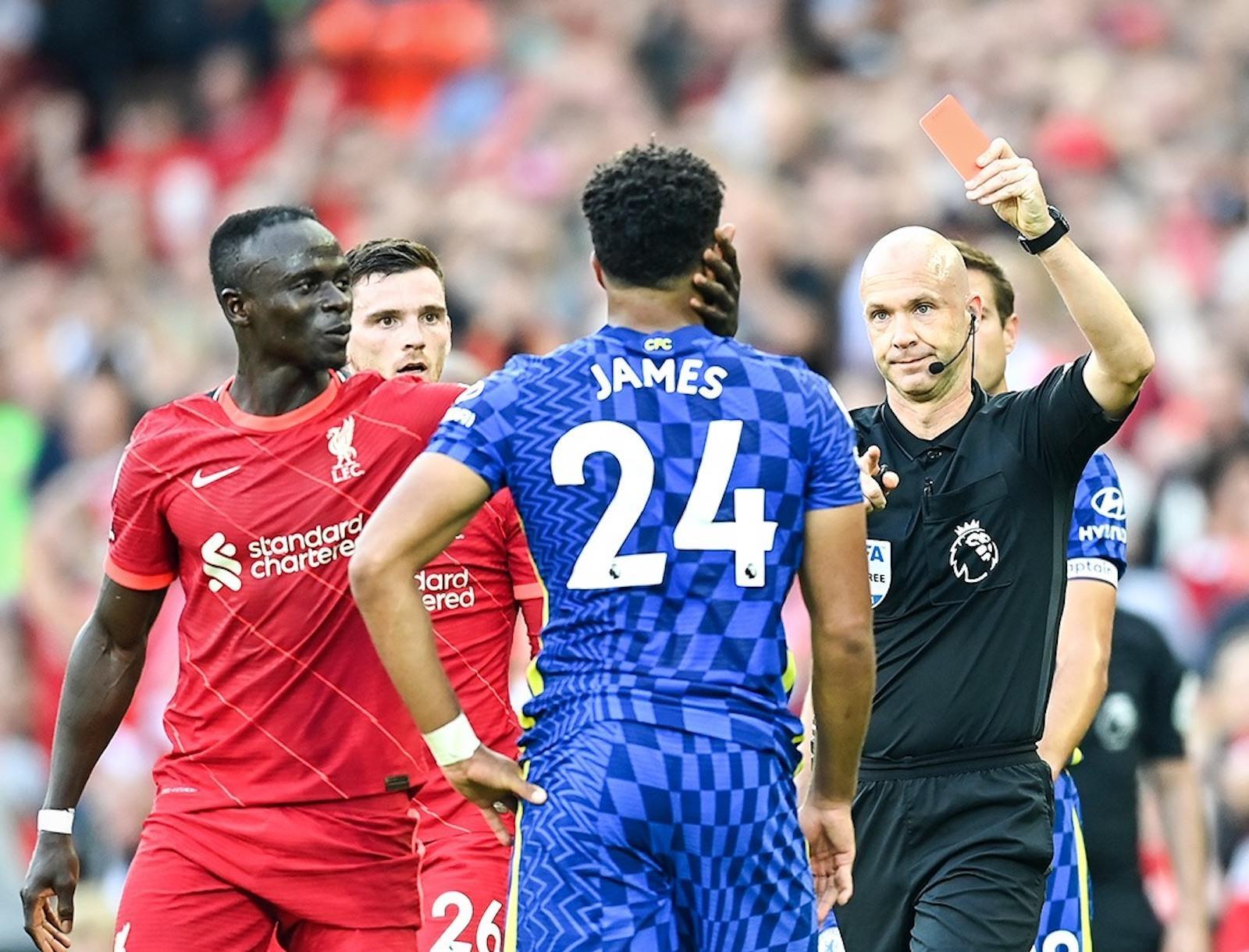Những lý do Chelsea bị phạt đền và thẻ đỏ trước Liverpool